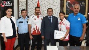 Türkiye Kickboks Şampiyununa Uzunkaya'dan Ödül