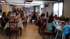 MHP Konyaaltı Kadın Kolları Kaynaşma Yemeğinde Bir Araya Geldi